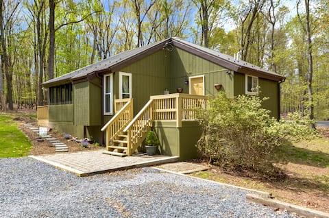 Cedar Loft på The Woods-Vintage Chic Cabin Retreat