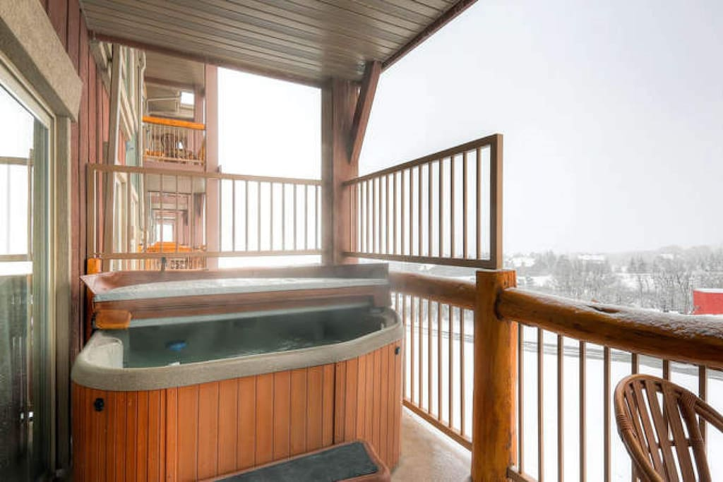 Private balcony with Jacuzzi hot tub; panoramic Mountain Views of the Wasatch!