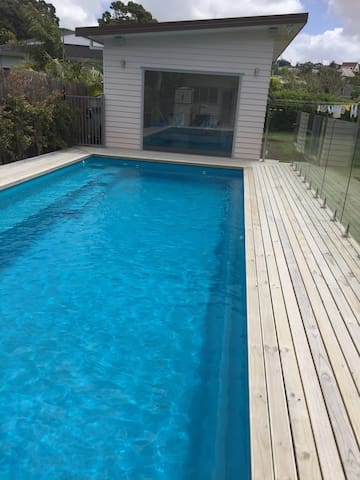 Big Manly Beach Pool House - Whangaparaoa - Bed & Breakfast