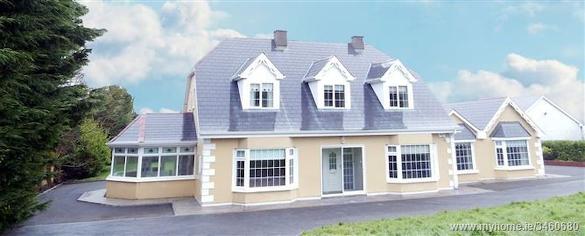 2 Bed Apartment Perfect for the Wild Atlantic Way