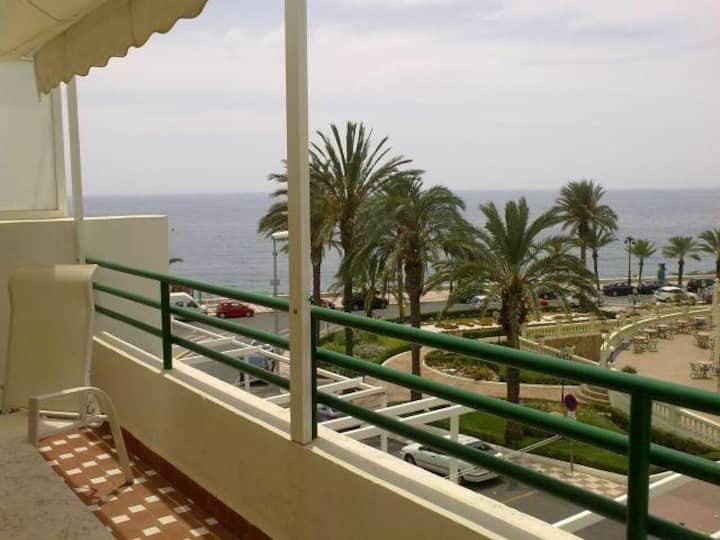 Apartamento 1ª linea de playa-piscina comunitaria-