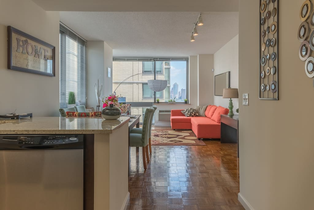 Beautiful apartment with nyc skyline views 38qa for Beautiful apartments in nyc