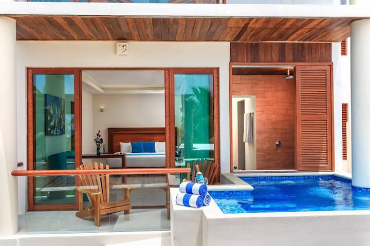 Stunning Beach View suite with private pool <3