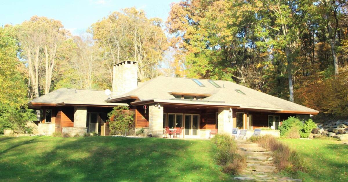 Frank Lloyd Wright Inspired Rental