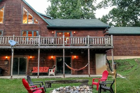 Secluded Log Home, Sister Lakes - on Private Lake