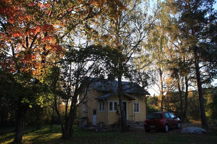 Cozy house in middle of a picturesque garden - Турку - Дом