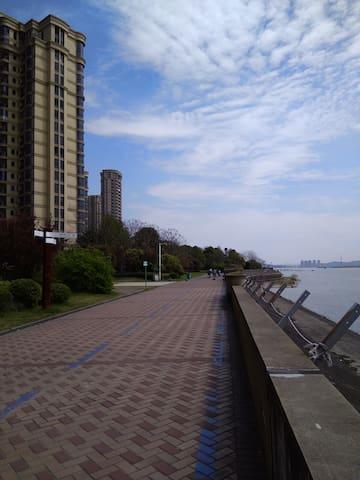 住高层江景房、看钱塘江潮、品江鲜 - Hangzhou - Apartment