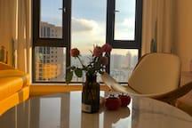 昆明盘龙江边rose的北欧之家 品牌家私舒适坐观城市景观 无印良品床品纯新房入住 地铁口的高品质度假