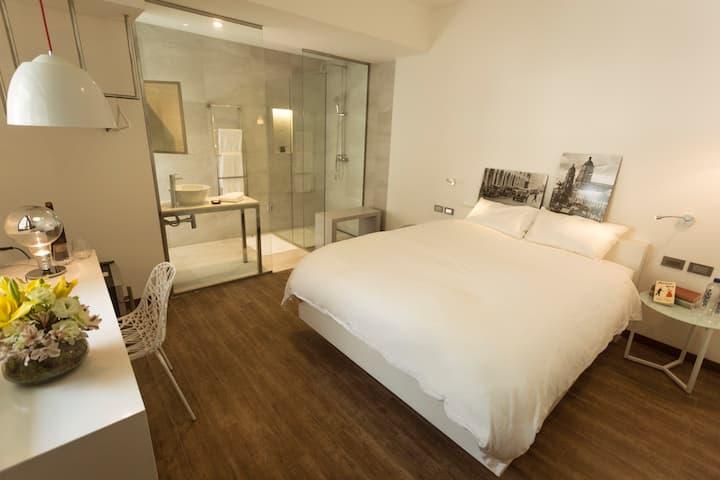 Luxury Room - City Center - 24 Hr Reception!!