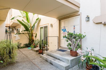 Quiet 1BR 1B; 1-2 miles from Apple & 280 freeway.