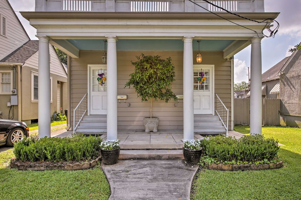This duplex is situated mere minutes from Tulane and Loyola University.