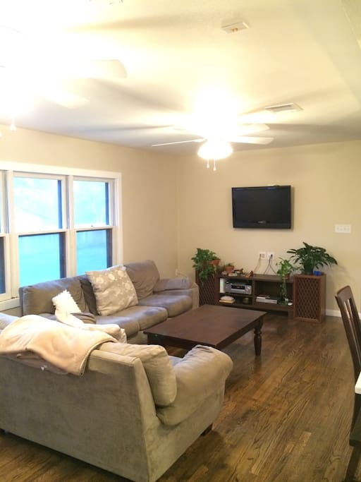 Cozy living area with wifi, basic cable & aux in stereo.