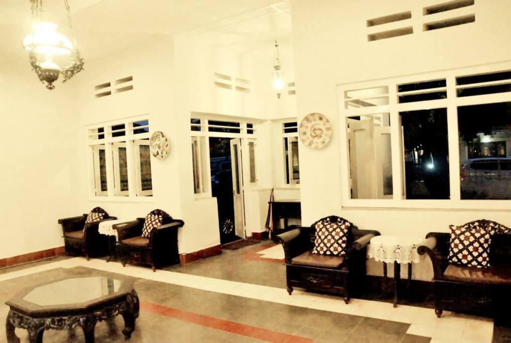 comfortable lobby..