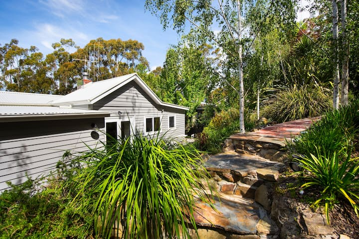 Annecy House | Near Lake Daylesford!