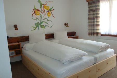 Schlafzimmer, inkl. Parkplatz WLAN - Zernez - Talo