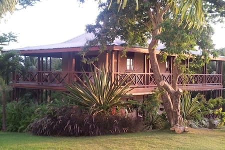 Treetop Cottage with 360° Balcony! - Rock Hall - Casa