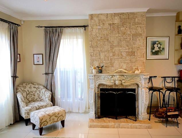 Luxury spacious holiday house near lake and beach