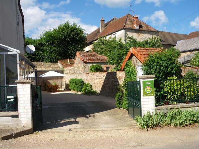 Gite près de BEAUNE 8 personnes  - Sampigny-lès-Maranges - Hus