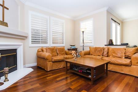 Luxury and Safe Irvine Sweet Home2 - Irvine - Rumah