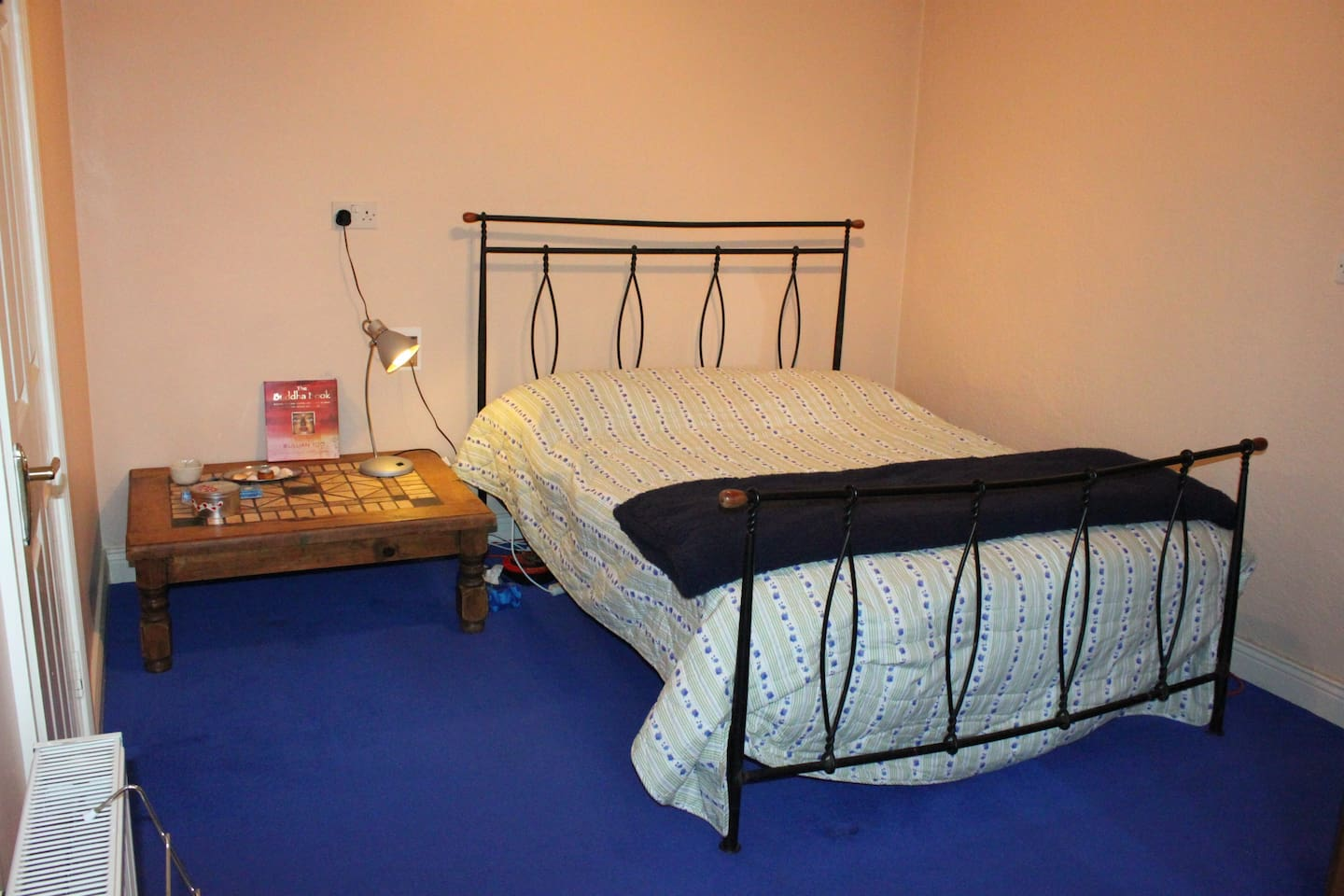 Very quiet bedroom with double bed and a wardrobe.