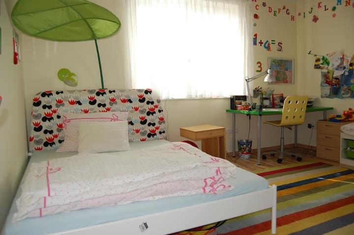 Sunny room in new family vila!