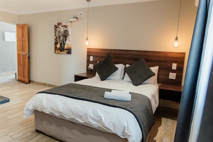 Self Catering Suite 10 - Queen Bed