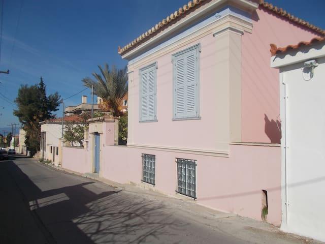 Traditional villa 10 min from port - Egina - Villa