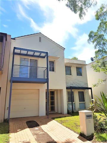 Family Home 1-7 Guests Near Sydney Olympic Park!