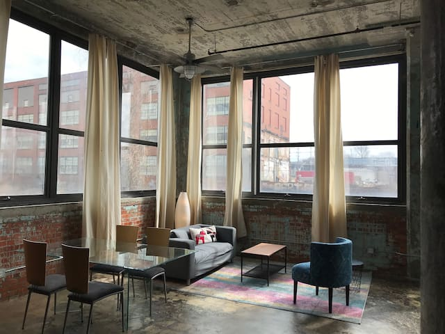 Downtown Painters Loft - Gordon Square