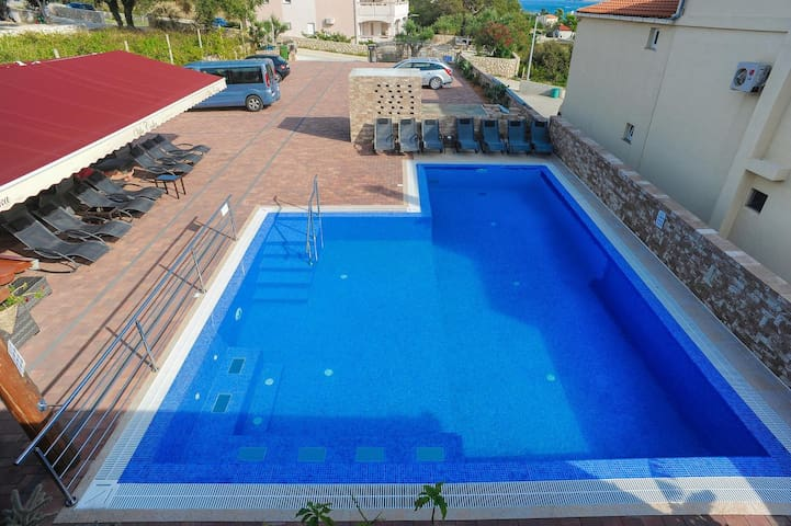 One bedroom apartment with terrace and sea view Caska (Pag) (A-4109-d)