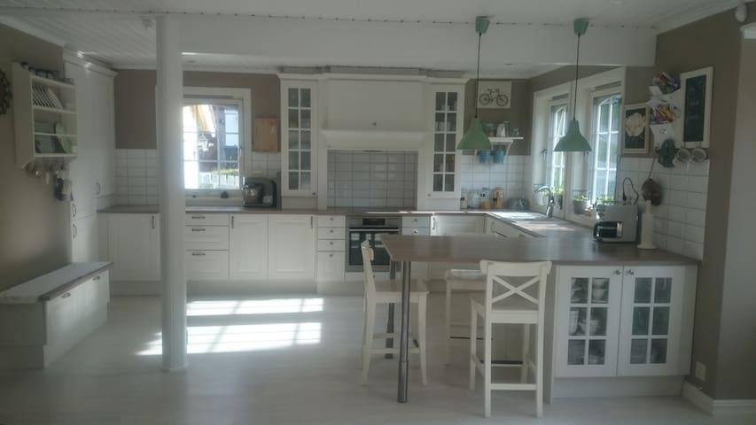 Koselig rom med egen veranda