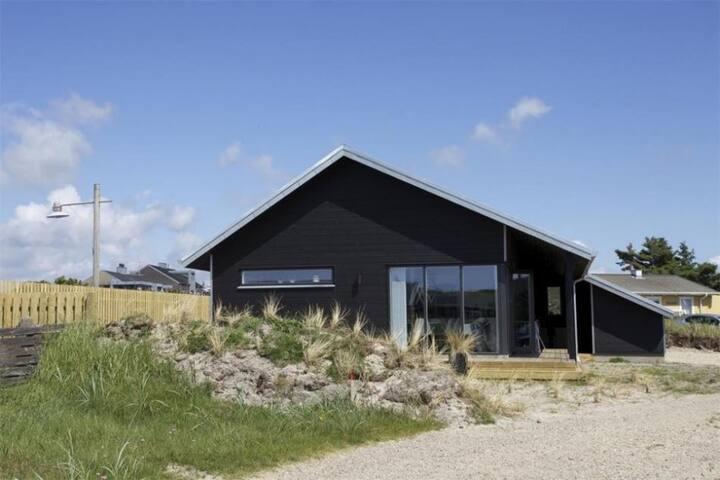 Sommerhus i hjertet af Søndervig
