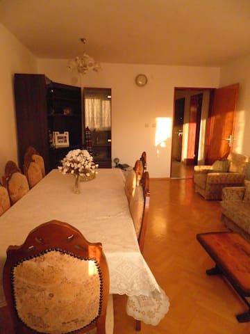 Schöne, helle Ferienwohnung - Izmir - Appartamento