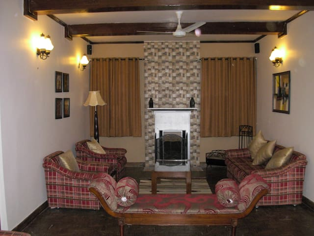 Valley Facing Three Bed Room Cottage - Kasauli - House