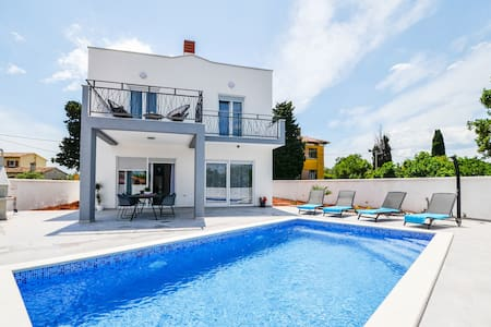 Brand new Villa Natali with pool in a quiet place