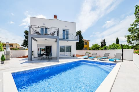 Brand new Villa Natali with pool - 6 persons