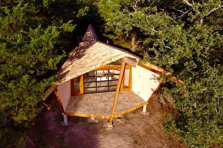 Butterfly Cottage near COTA F1, Lockhart & Bastrop