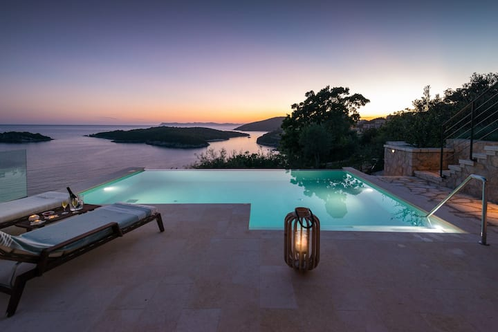 Luxurious Secret Villa (Private infinity pool)