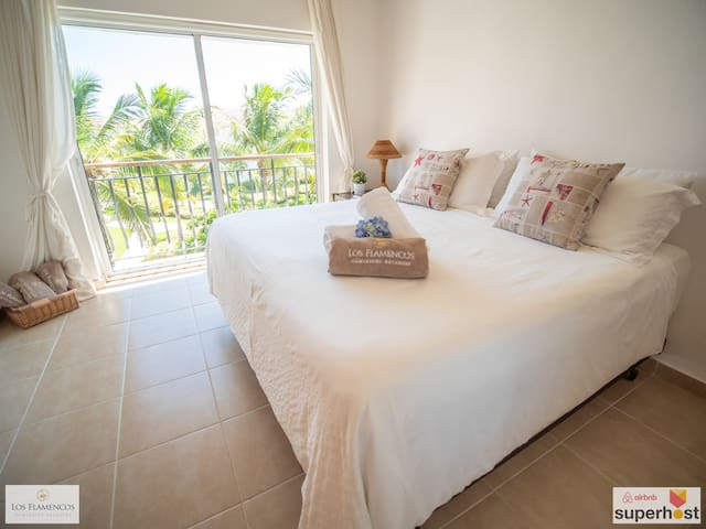 Huge apartment with 3 Bedrooms and Private Beach