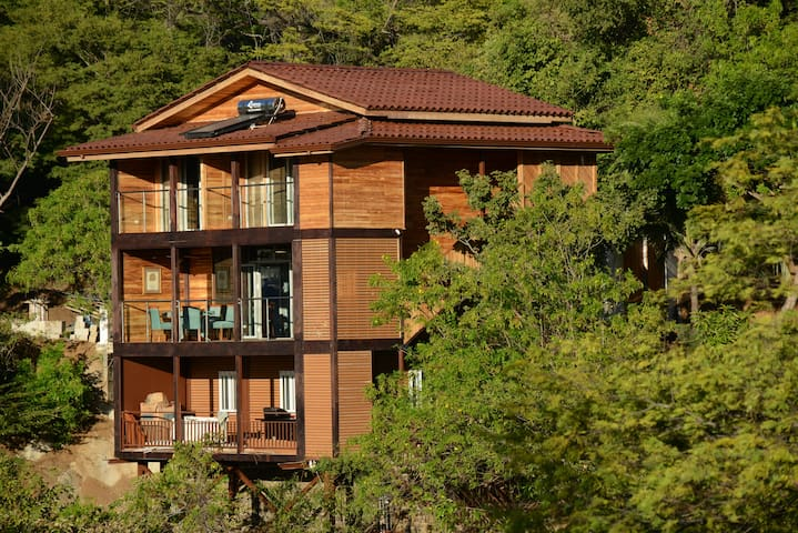 Golden Hook Tropical beach house Ocotal