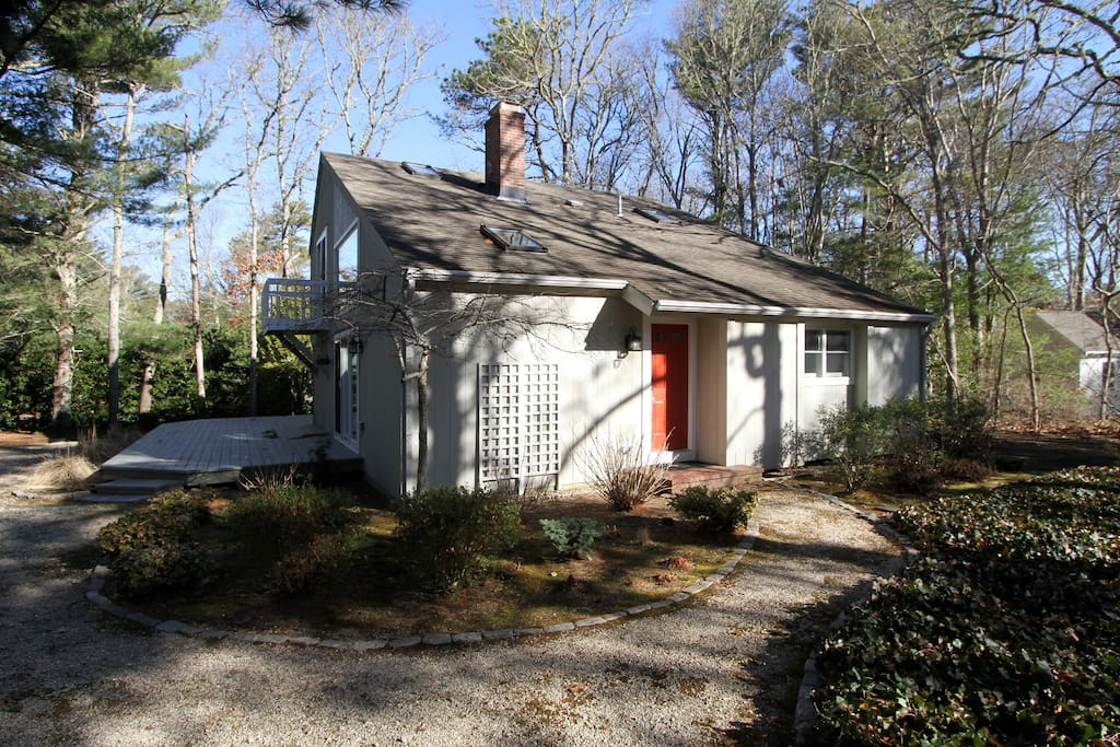 This newly renovated 3BR, 3BA New Seabury home offers classic New England charm