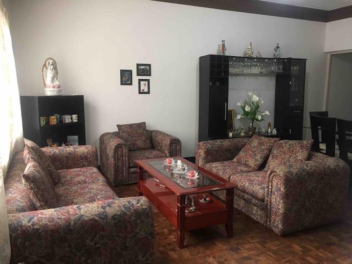 Habitación con cama matrimonial en Miraflores