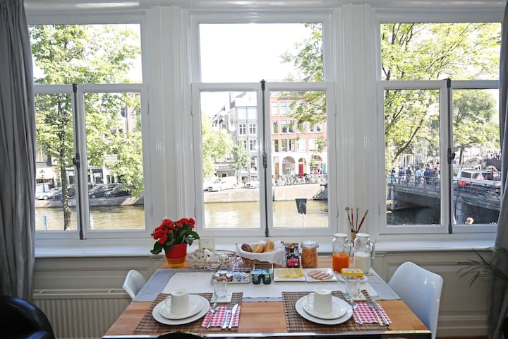 Singel B&B: your breakfast with best views