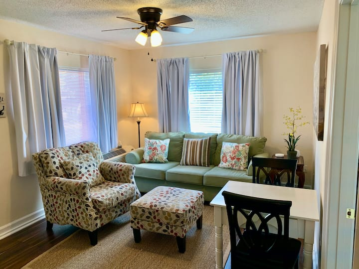 Clean & Comfortable 2-Bedroom Apartment in Midtown
