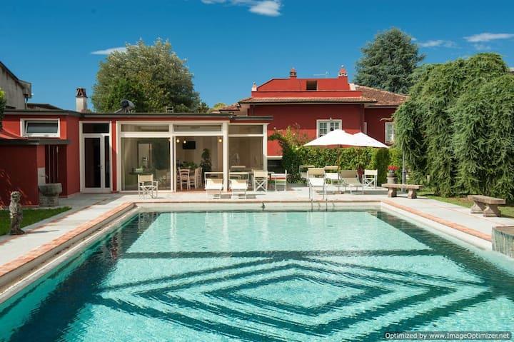 4 flats in Luxury Villa Lucca area