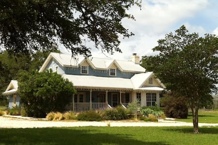 Main House at Bear Creek Retreat - Manchaca - Huis
