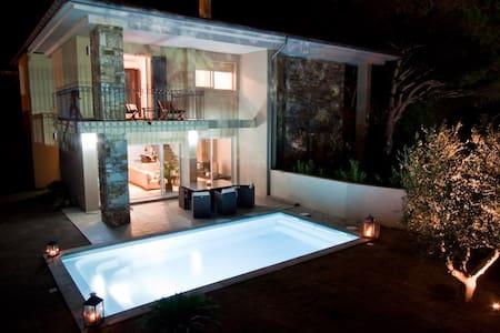 Belle villa avec piscine chauffée - Erbalonga
