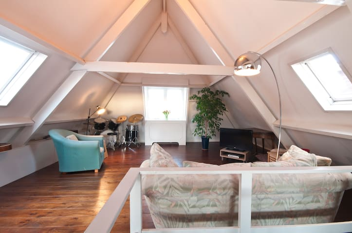 ATTIC near city center The Hague, 3 km to BEACH ! - La Haia