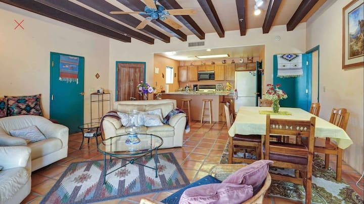 Gorgeous/private casita in a safe neighborhood
