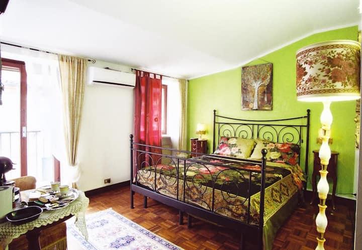 Green  Room Balcony (MO-230913766)